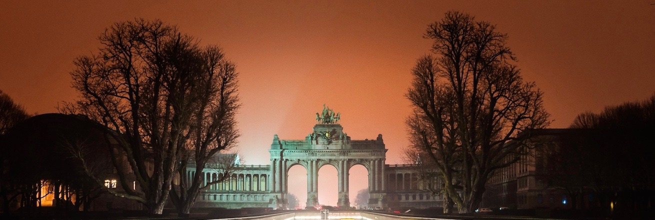 Triumphal Arch in Brussels lit up at night