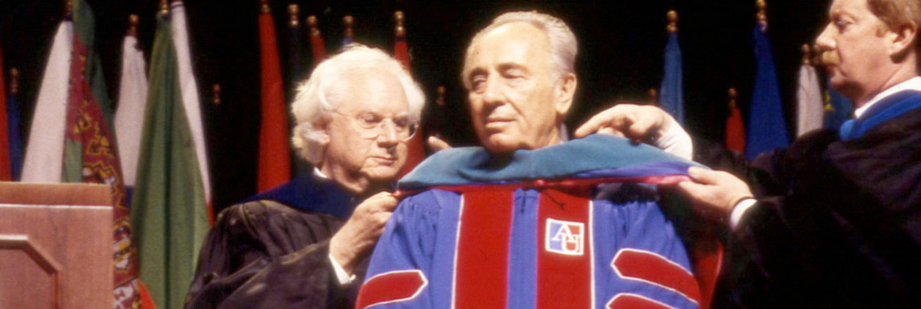 Shimon Peres receives hood at the 1998 commencement ceremony.