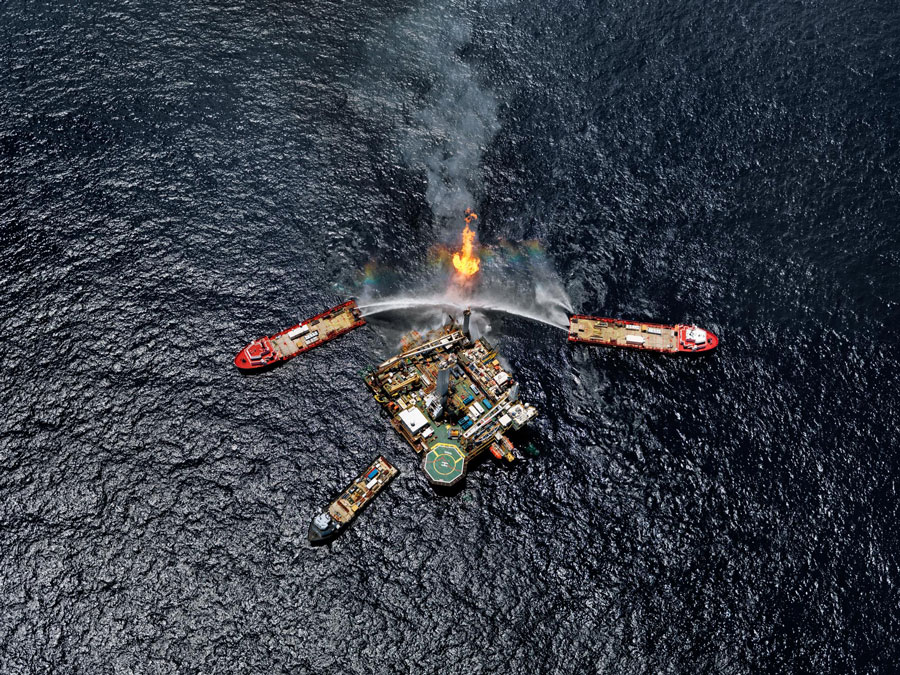 Edward Burtynsky, Canada, Oil Spill #5, Q4000 Drilling Platform, Gulf of Mexico, USA, 2010