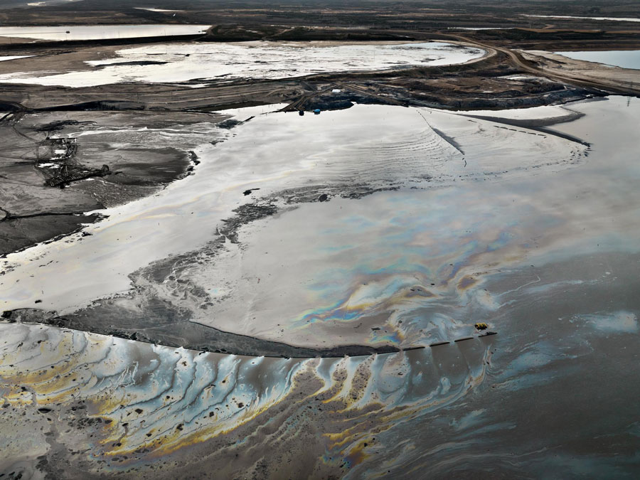 Edward Burtynsky, Alberta Oil Sands #14, Fort McMurray, Alberta, Canada, 2007