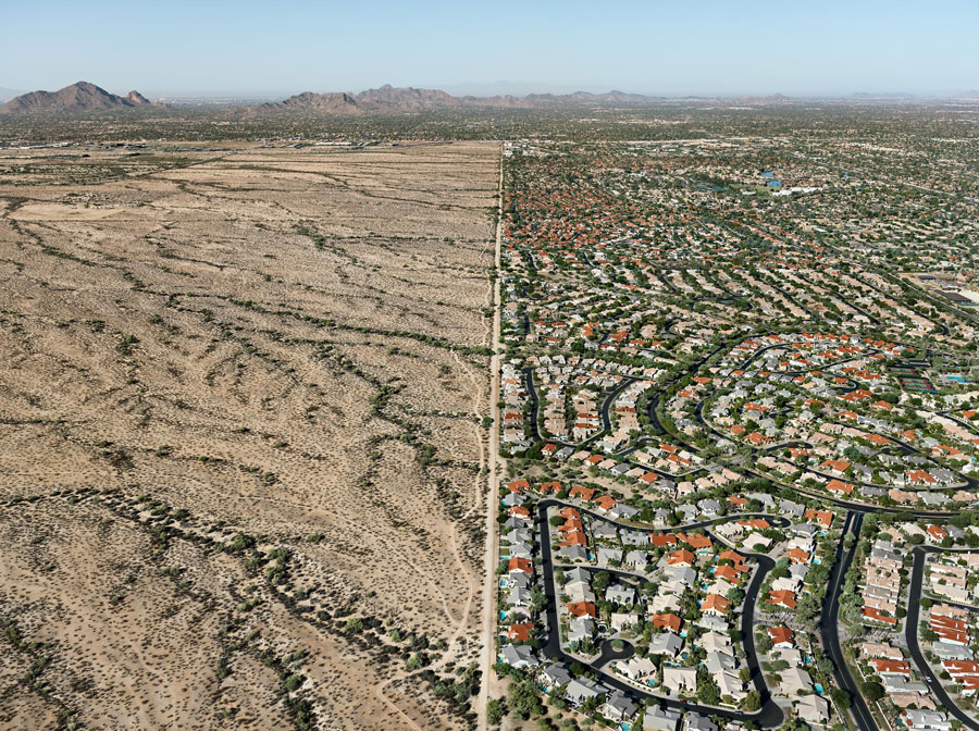 Edward Burtynsky, Salt River Pima-Maricopa Indian Reservation / Scottsdale, Arizona, USA, 2010