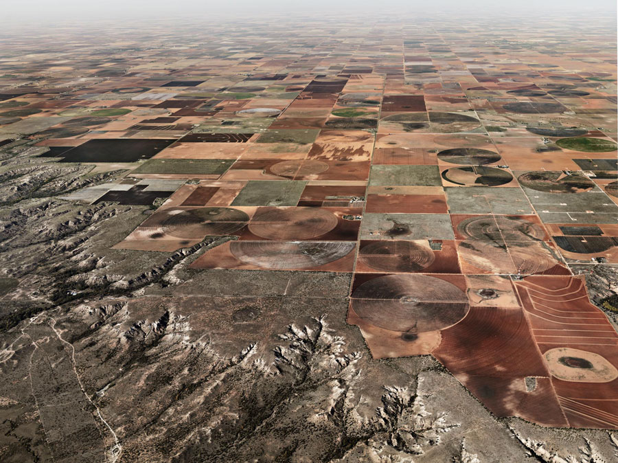 Edward Burtynsky, Pivot Irrigation #11, High Plains, Texas Panhandle, USA, 2011