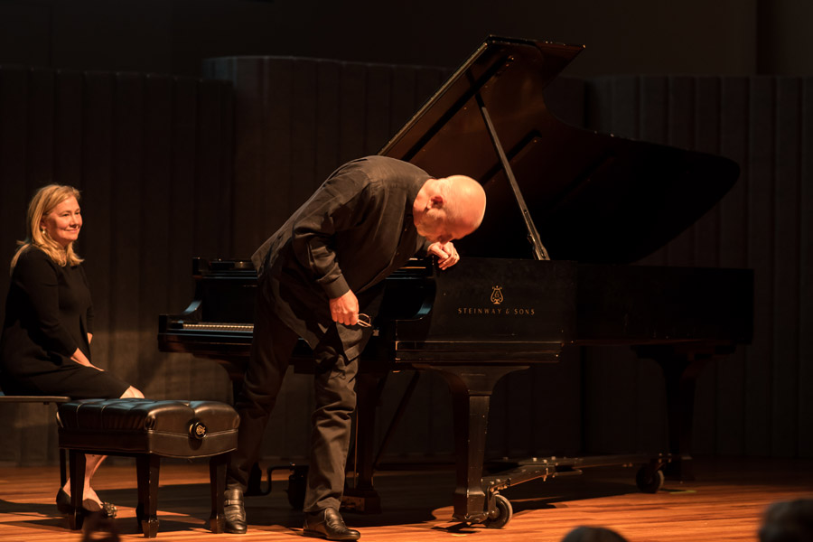 Vladimir Feltsman takes a bow. Photo by Mia Clapp.