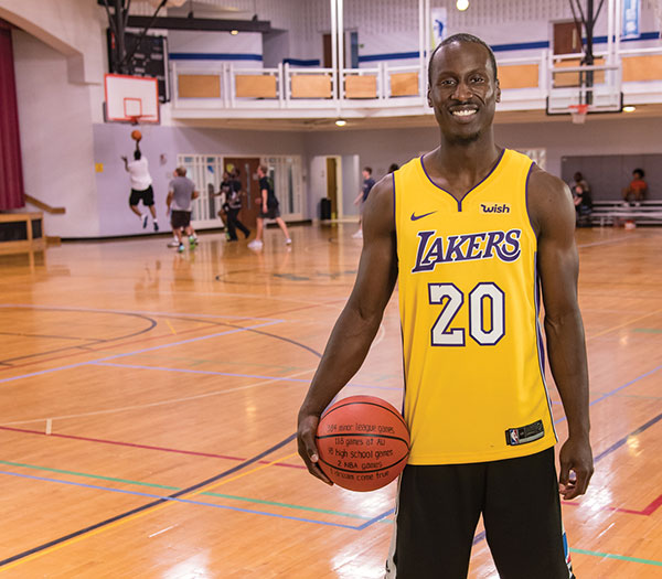 Lakers player Andre Ingram on the court