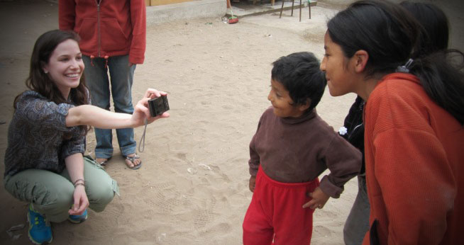 Student with Peruvian Kids copy