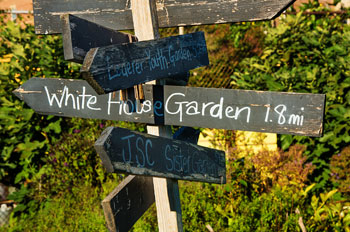 sign that says 1.8 miles to the White House garden