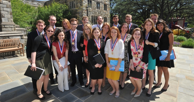 Group of AU Honors students