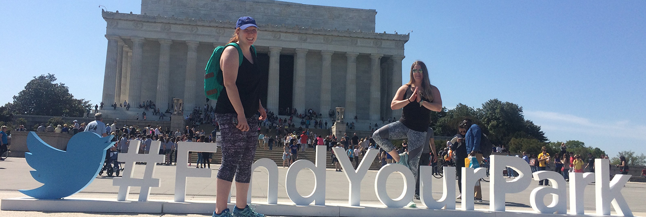 wellness ambassadors in front of lincoln memorial