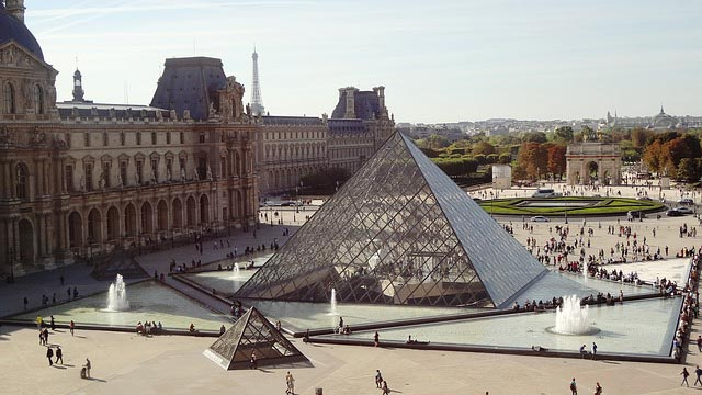 overhead view of the Louvre and surrounding square packed with tourists