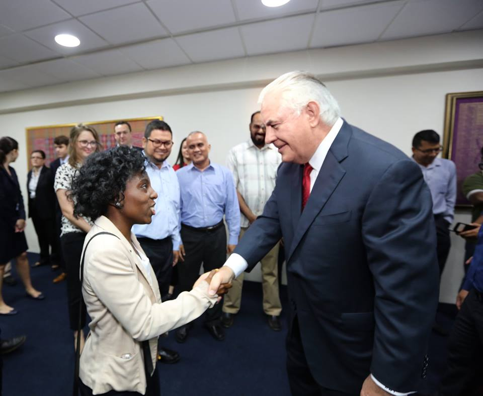 SIS IC student shakes hand with current Secretary of State, Rex Tillerson, at the US Embassy in Malaysia