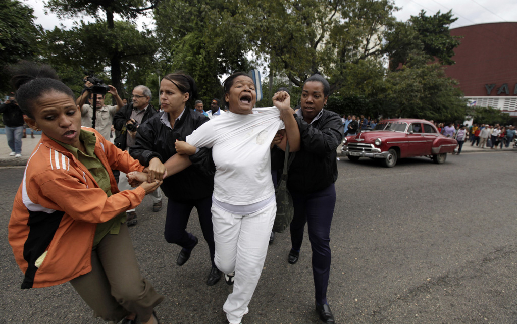 Cuban security personnel detain a member of the Ladies in White group during a protest on International Human Rights Day, in Havana December 10, 2014.