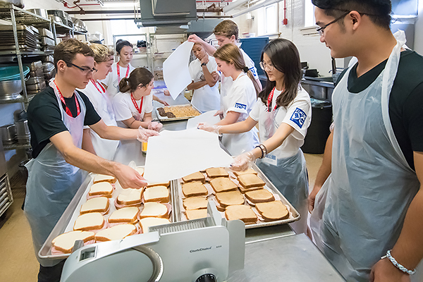 students make sandwiches at House of Ruth