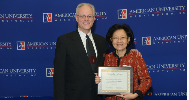 Professor Pek Koon Heng Lauded by Honors Program