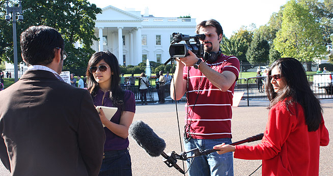 SOC journalism students report from outside the White House