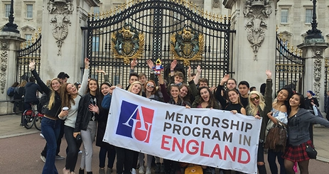 Mentorship Program in England students in front of Buckingham Palace