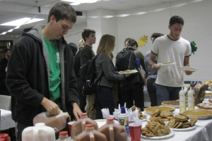 Students dig in to a Thanksgiving feast prepared by the Student Honors Board.
