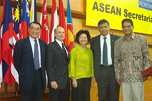 (l-r) Quansheng Zhao, Dean Louis Goodman, Heng Pek Koon, Surin Pitsuwan and Amitav Acharya announced the opening of the first research center on the Association of Southeast Asian Nations in the United States.
