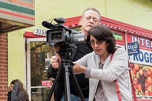 Bill Gentile con la filmación del estudiante