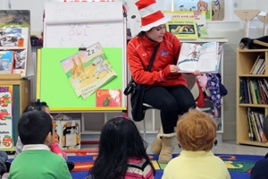AU Student-Athlete in Dr. Suess hat reading to children