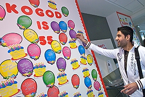 Hesham Choudhery, a graduate student in accounting, leaves a birthday wish in Farsi. (Photo: Jeff Watts)