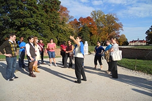 Public History students outdoors at Mount Vernon.