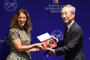 AU President Sylvia Burwell presents a gift to Ritsumeikan University Ppesident Mikio Yoshida at the AU-RU joint undergraduate degree signing ceremony.