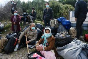 A group of refugees wear masks.