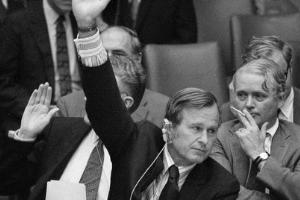 President HW Bush raising his right hand.