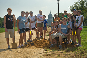 Incoming students doing volunteer work landscaping on the National Mall for Welcome Wee.