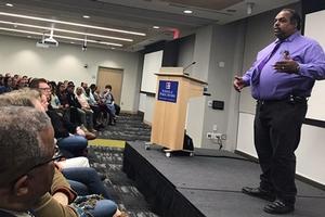 Daryl Davis speaking to audience
