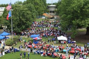 Student Involvement Fair on the Quad