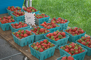 Farm-fresh strawberries are among the items featured at AU's farmer's market. (Photo: Katie Neff)