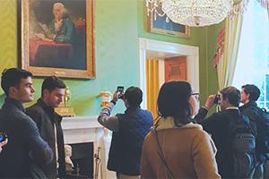 students tour the white house